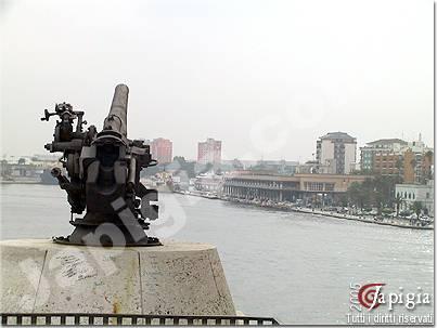 brindisi visto dal monumento al marinaio