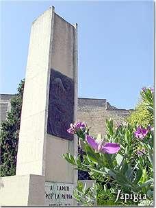 Arnesano: monumento ai caduti (2002)