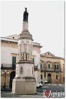 Casarano: la colonna in piazza Diaz