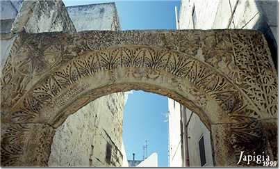 Arco Lucchetti