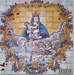 La madonna raffigurata sulla facciata della chiesa della Purità