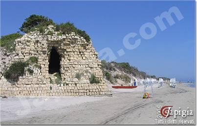la torre fiumicelli sulla spiaggia degli alimini