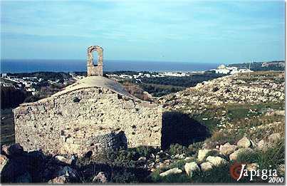 la chiesetta di san mauro sulla collina di sannicola
